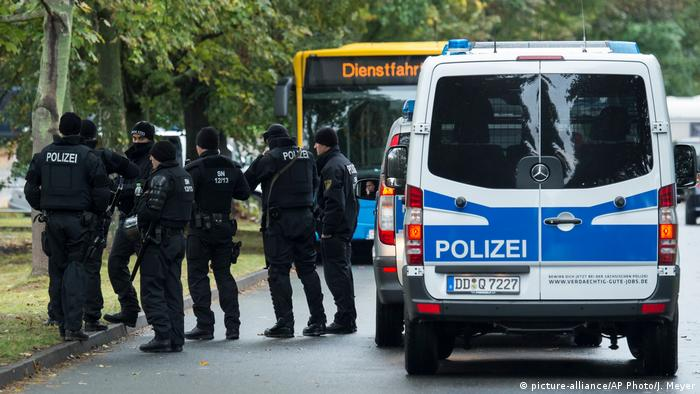 Deutschland Polizeieinsatz in Chemnitz (picture-alliance/AP Photo/J. Meyer)