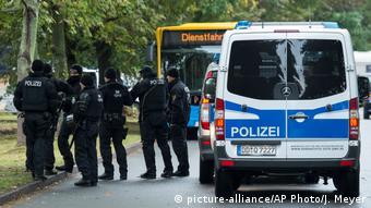Полиция при задержании подозреваемого в Хемнице, октябрь 2016 года