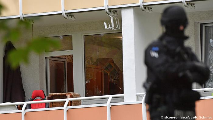 Deutschland Polizeieinsatz in Chemnitz (picture-alliance/dpa/H. Schmidt)