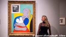 epa05571065 Diana Widmaier Picasso, granddaugther of Spanish painter and sculptor Pablo Picasso, poses next to a painting of her grandmother Marie-Therese Walter called 'Woman in the Yellow Armchair' during a press preview of 'Picasso Portraits' exhibition at the National Portrait Gallery, Central London, Britain, 05 October 2016. The exhibition that features over 80 portraits and sculptures by the famous artist runs from 06 October until 05 February 2017. EPA/WILL OLIVER +++(c) dpa - Bildfunk+++ (c) picture-alliance/dpa/W. Oliver