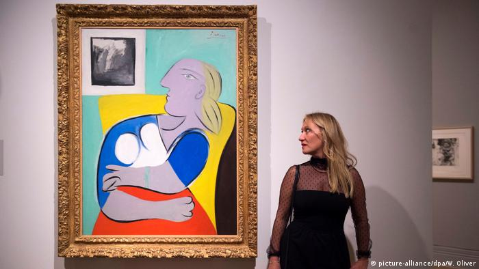 Another painting of Marie-Therese Walter, along with her and Picasso's granddaughter Diana Widmeier(picture-alliance/dpa/W. Oliver)