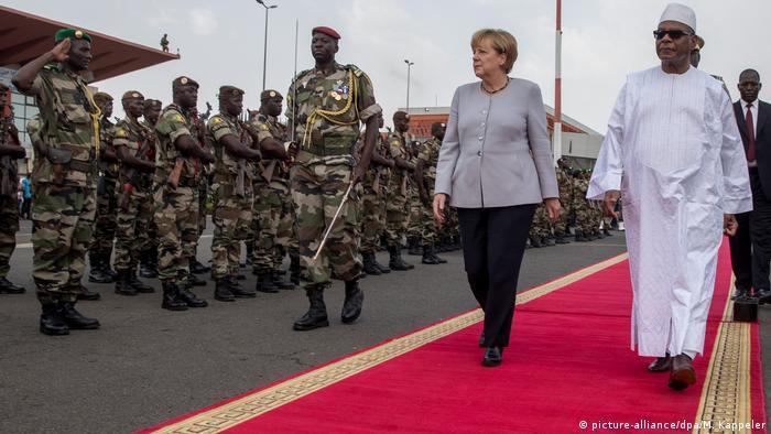 Kanzlerin Merkel in Afrika Mali