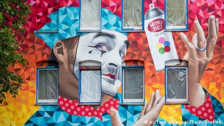 BdT Deutschland Graffiti Clown (picture-alliance/dpa/P. Steffen)