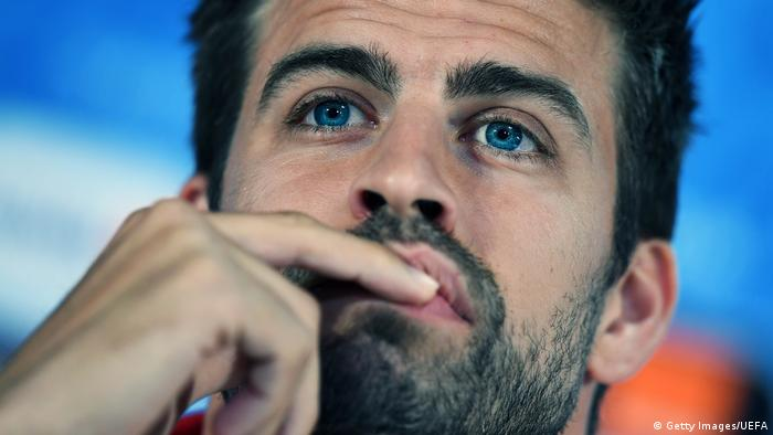 Euro 2016 - Gerard Pique vom spanischen Nationalteam bei Pressekonferenz (Getty Images/UEFA)