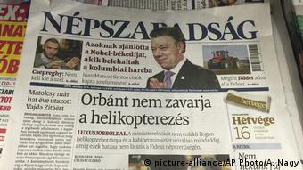 A newsstand including Saturday papers with Nepszabadsag (picture-alliance/AP Photo/A. Nagy)