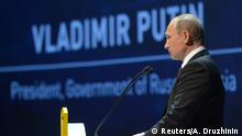 10.10.2016 *** Russian President Vladimir Putin delivers a speech during a session of the 23rd World Energy Congress in Istanbul, Turkey, October 10, 2016. Sputnik/Kremlin/Alexei Druzhinin via REUTERS ATTENTION EDITORS - THIS IMAGE WAS PROVIDED BY A THIRD PARTY. EDITORIAL USE ONLY. © Reuters/A. Druzhinin