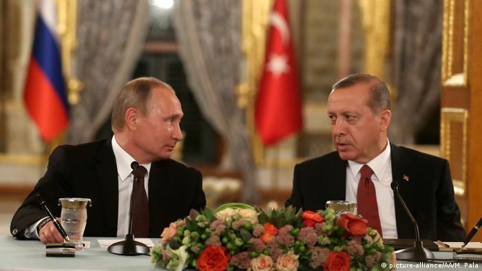 Türkei Weltenergiekongress 2016 in Istanbul - Putin und Erdogan (picture-alliance/AA/M. Pala)