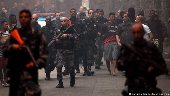 Brasilien Polizeieinsatz gegen Drogenhändler in Rio de Janeiro
