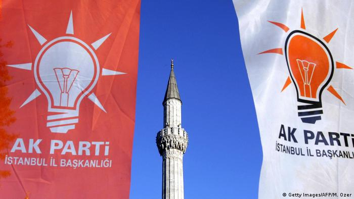 Türkei Logo Partei AKP (Getty Images/AFP/M. Ozer)