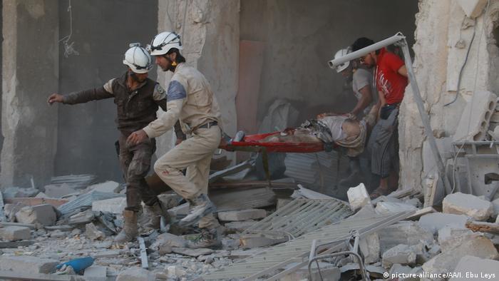 В Алеппо после бомбардировки