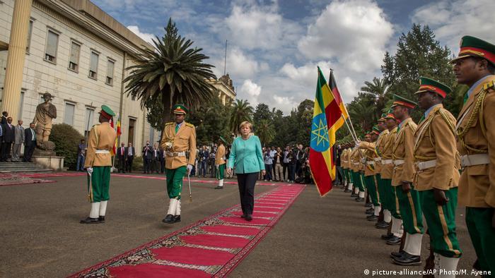 Deutschland Merkel in Äthiopien Empfang mit militärischen Ehren