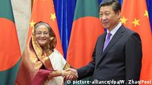 epa04247512 Bangladesh Prime Minister Sheikh Hasina (L) shakes hands with Chinese President Xi Jinping (R) at the Great Hall of the People in Beijing, China, 10 June 2014. Hasina is on an official visit to China from 06 to 11 June. EPA/WANG ZHAO/POOL +++(c) dpa - Bildfunk+++ |