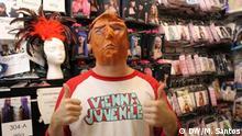 USA Chicago Kostümladen Trump und Hillary Masken