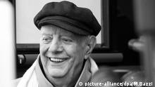 epa05216494 (FILE) A file picture dated 30 May 2013 shows Nobel prize laureate, Dario Fo smiling to the media as he receives condolences at mortuary Piccolo teather in Milan, Italy. Fo turns 90-years-old on 24 March 2016. EPA/MATTEO BAZZI |