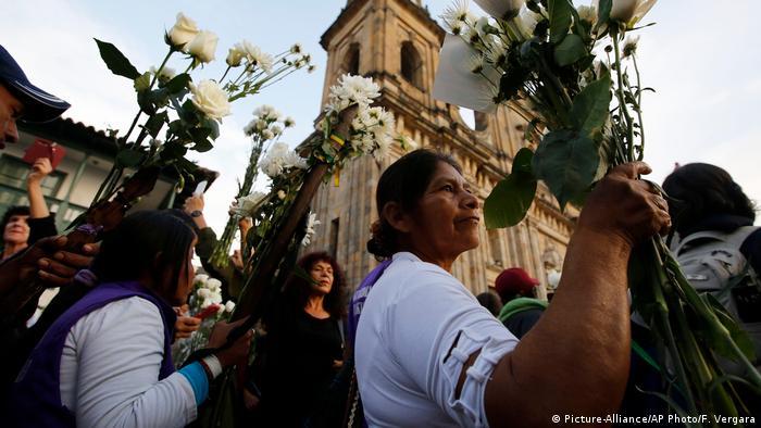 En Bogotá los ciudadanos recibieron este martes y miércoles a miles de indígenas y campesinos que llegaron de las regiones más afectadas por el conflicto para decirles Sentimos con las víctimas, Todos somos Colombia.