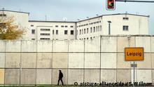 13.10.2016 ***** Das Ortseingangsschild von Leipzig (Sachsen) ist am am 13.10.2016 vor der Justizvollzugsanstalt (JVA) Leipzig zu sehen. Der unter Terrorverdacht festgenommene Dschaber al-Bakr war hier am Mittwoch in seiner Zelle erhängt aufgefunden worden. Nach Angaben des Justizministerium in Dresden habe sich der 22-jährige Syrer am Abend das Leben genommen. Foto: Sebastian Willnow/dpa +++(c) dpa - Bildfunk+++ Copyright: picture-alliance/dpa/S. Willnow