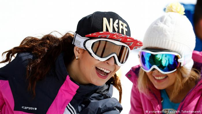 Iran FIS snowboard competition (picture-alliance/dpa/A. Taherkenareh)