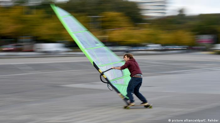 Wind-Skater in Kiel BdT (picture alliance/dpa/C. Rehder)