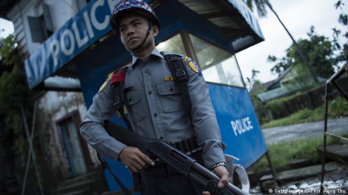 Myanmar Polizist an der Grenze zu Bangladesch (Getty Images/AFP/Y. Aung Thu)