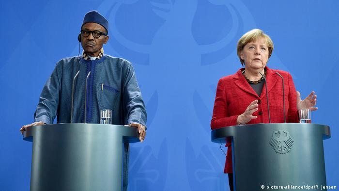 Bundeskanzlerin Merkel bei einer Pressekonferenz mit Nigerias Präsident Muhammadu Buhari im Bundeskanzleramt