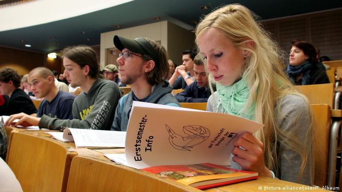 Deutschland Erstsemester-Einführung Biologie Uni Bonn (picture-alliance/Joker/P. Albaum)