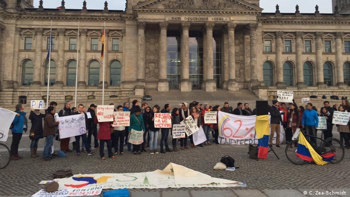 Colombianos residentes en Alemania, apoyados por sus familias y amigos de Alemania y los más diferentes países, exigen la terminación del limbo que el no ha sumido el Acuerdo de Paz de la Habana, por respeto a las víctimas.