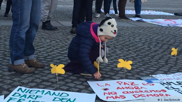 Así reza una de las consignas de los colombianos reunidos este 14 de octubre en Berlín, en donde hasta los niños han participado del clamor de los colombianos en el exterior, que votaron mayoritariamente con un sí al Acuerdo de Paz negociado durante cuatro años.