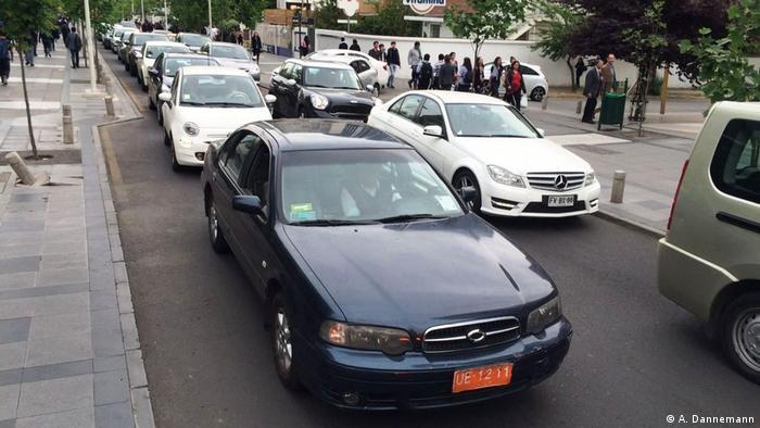 Santiago de Chile - Autos varados en medio del tráfico. (A. Dannemann)