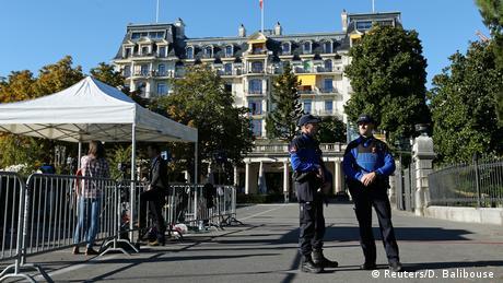 Schweiz Sergej Lawrow und John Kerry beraten in Lausanne über den Syrien-Krieg (Reuters/D. Balibouse )