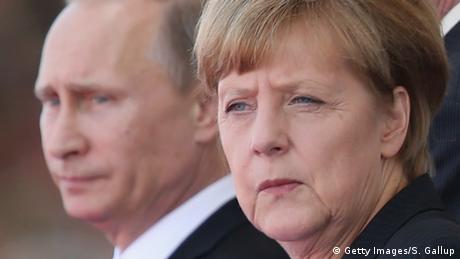 Frankreich Merkel und Putin (Getty Images/S. Gallup)