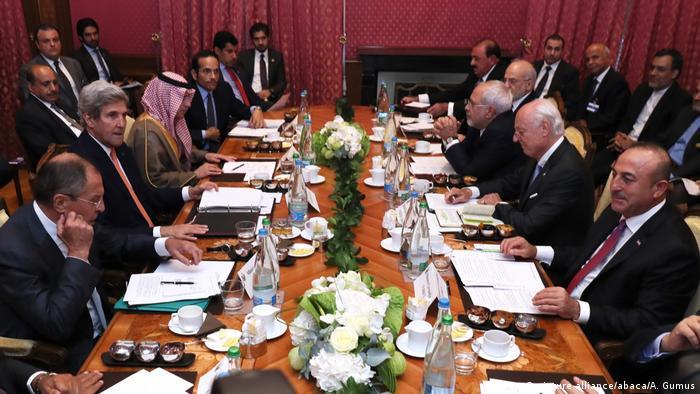 Schweiz Lausanne - Schweiz Sergej Lawrow und John Kerry beraten in Lausanne über den Syrien-Krieg (picture-alliance/abaca/A. Gumus)