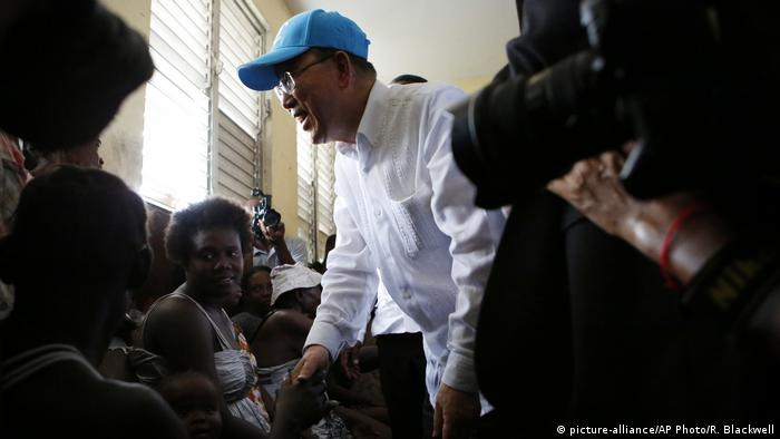 UNO-Generalsekretär Ban Ki Moon besucht Haiti (picture-alliance/AP Photo/R. Blackwell)