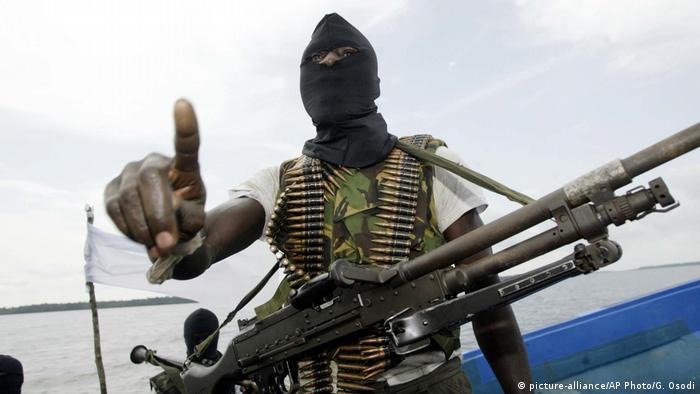 Nigerianische Rebellen Niger Delta (picture-alliance/AP Photo/G. Osodi)