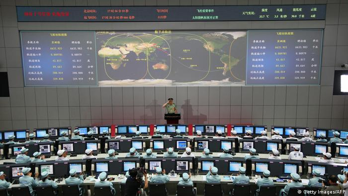 China Jiuquan Space Centre Kontrollraum (Getty Images/AFP)