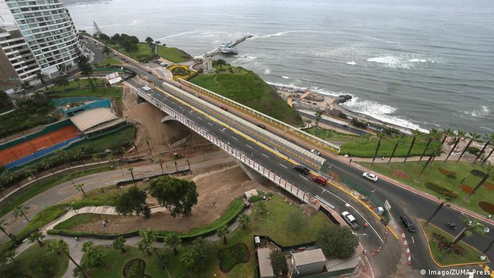 Peru Lima - Brücke Villena (Imago/ZUMA Press)