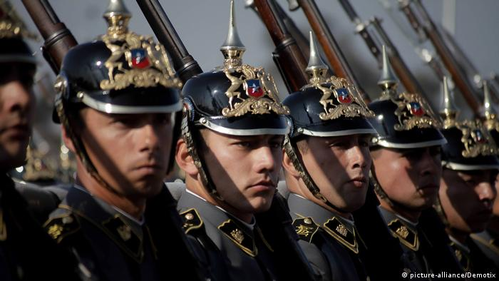 ecdbd0d3df Chile Militärparade in Santiago de Chile (picture-alliance Demotix)