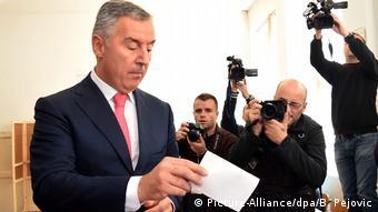 Montenegro Parlamentswahlen Milo Djukanovic (Picture-Alliance/dpa/B. Pejovic)