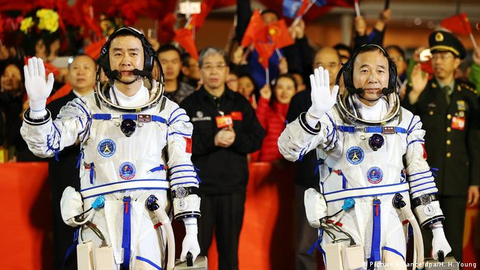 China Shenzhou 11 Astronaute (Picture-Alliance/dpa/H. H. Young)