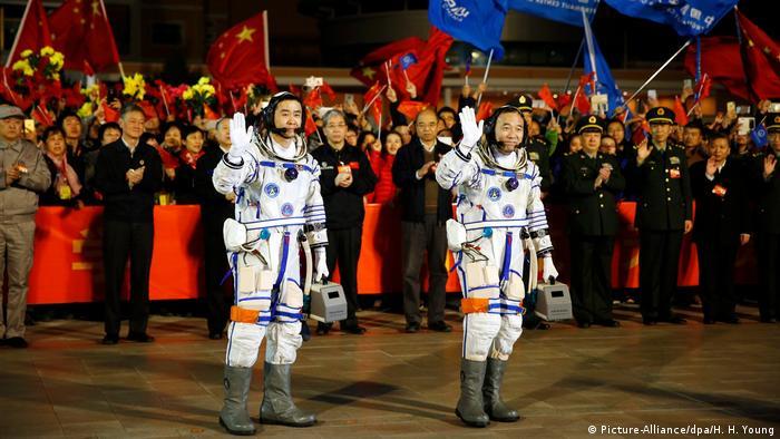 China inicia sua missão espacial mais extensa
