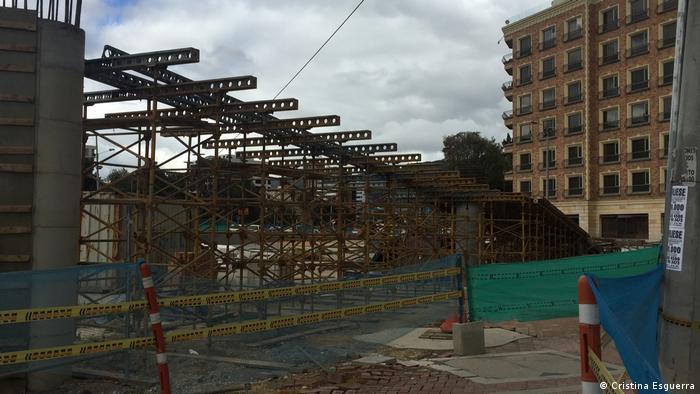 Andamios de construcción en Bogotá. (Cristina Esguerra)