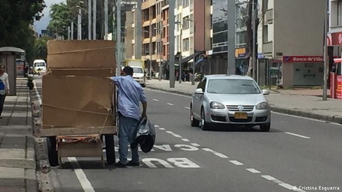 Recolección espontánea de basura en Bogotá. (Cristina Esguerra)