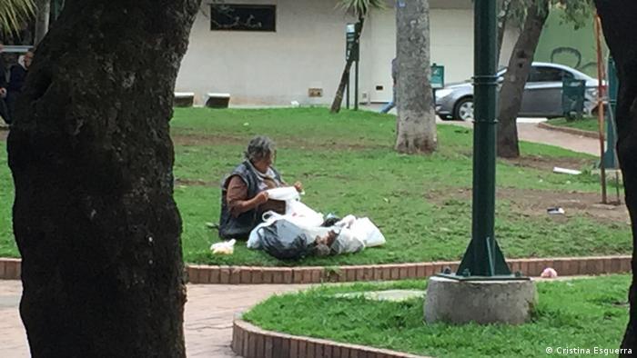 Indigente en un parque de Bogotá. (Cristina Esguerra)