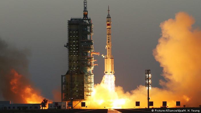 Запуск космического корабля Шэньчжоу -11