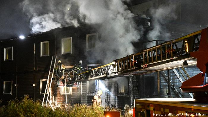 Fire at Swedish refugee home (picture-alliance/AP Photo/J. Nilsson)