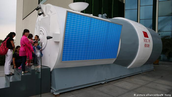 China Model des Raumlabor Tiangong 2 (picture-alliance/dpa/W. Hong)