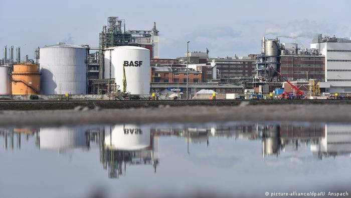 BASF compound (picture-alliance/dpa/U. Anspach)