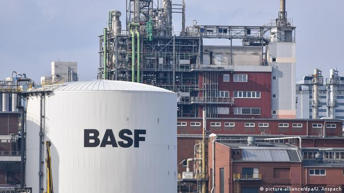 BASF compound in Ludwigshafen (picture-alliance/dpa/U. Anspach)