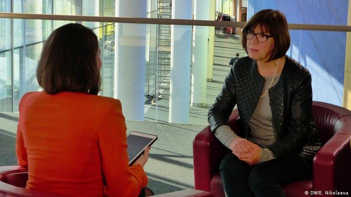 Жанна Немцова и Ребекка Хармс во время интервью в Брюсселе