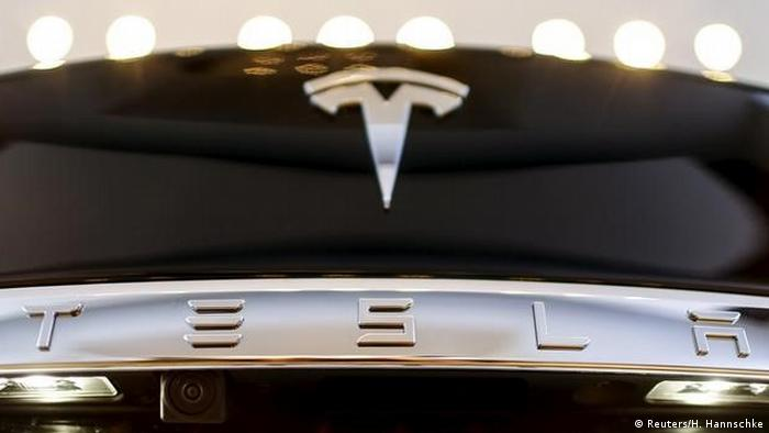 USA Logo Automobilhersteller Tesla Model S (Reuters/H. Hannschke)
