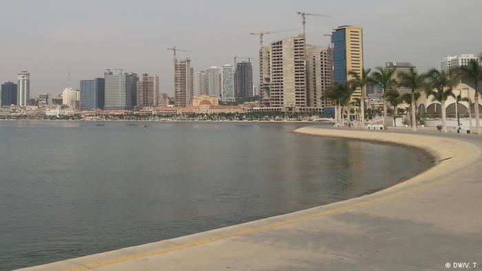 Angola Bucht von Luanda mit Skyline